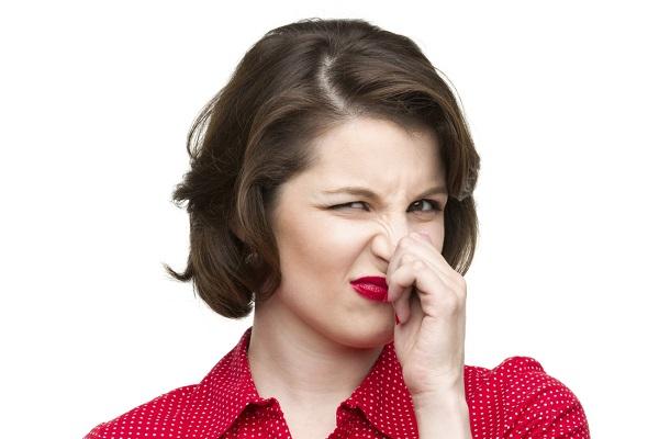 чтобы бороться с запахом, нужно знать где источник грибка